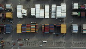 Air Freight vs Ocean Freight – Pros and Cons
